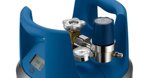 Chrome regulator on blue Linde branded GENIE® gas cylinder
